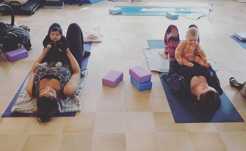 yoga en casa con bebes