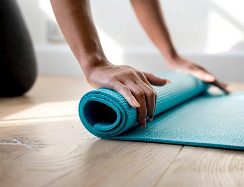 Rutina de Yoga en espacios pequeños
