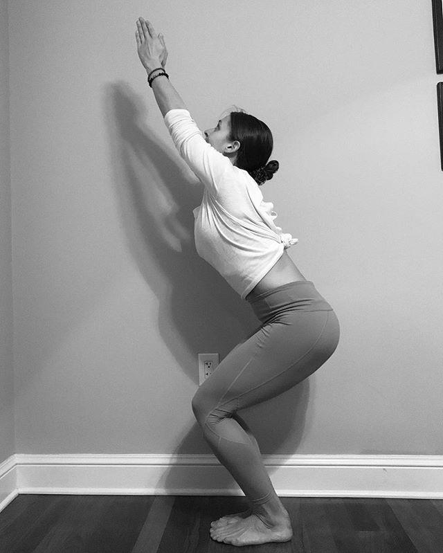 posicion de yoga para relajarse